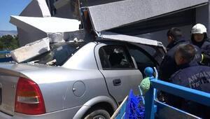 Otomobilin markete daldığı kaza kamerada