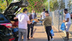 Türk gönüllülerden her gün 300 ramazan pidesi