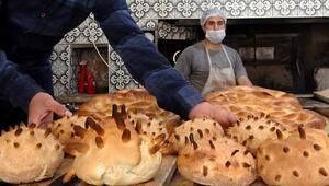 Covid-19 şeklinde ekmek üretip tezgaha dizdi