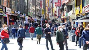 Şirinevler ve Bakırköy meydanlarında insan yoğunluğu