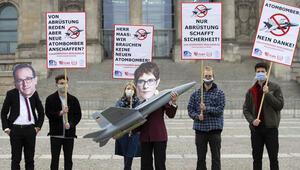 Almanya'nın ABD'den F-18 savaş uçağı alma planları protesto edildi