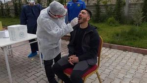 Yeni Malatyasporda teknik ekip ve futbolculara koronavirüs testi yapıldı