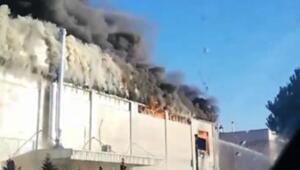 Gebzede fabrikanın çatısı yandı