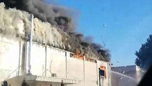 Son dakika... Gebzede fabrikanın çatısı yandı