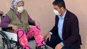 Anneler Gününde tekerlekli sandalye hediye ederek sevindirdiler