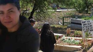 Emine Bulutun kızı annesinin mezarını ziyaret etti