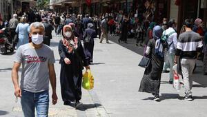 Gaziantepte maskesiz girişin yasak olduğu caddelerde yoğunluk