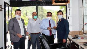 Koronavirüs testi pozitif çıkan berber karantinaya alındı Belediye Başkanı maske vermiş