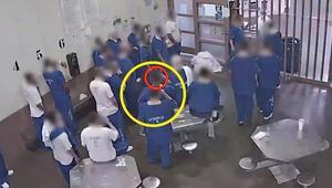 Hapishanede akılalmaz görüntü Coronaya yakalanmak için maske kokladılar