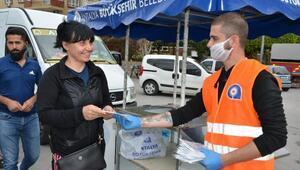 Büyükşehir Alanyada maske dağıttı