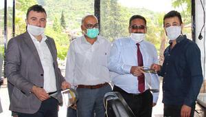 Koronavirüslü berbere maske veren başkanın test sonucu belli oldu
