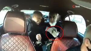 Duraktaki kişiden 200 bin lira çalan Rus yankesiciler taksi kamerasında görüntülendi