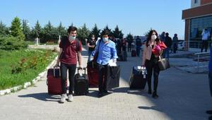 Rusyadan Aksaray'a getirilen 98 kişi, memleketlerine uğurlandı