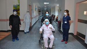 77 yaşındaki koronavirüs hastası, taburcu edildi