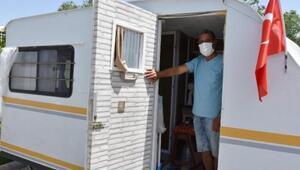 Ev sahibine kızdı karavanda yaşamaya başladı