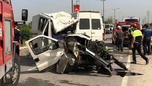 Refüjü aşan kamyonet işçi servisiyle çarpıştı: 5 yaralı
