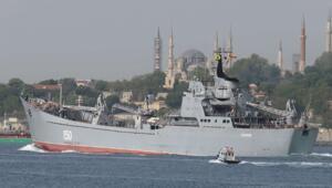 Rus savaş gemisi İstanbul Boğazından görüntülendi