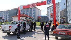 Bartın'a sahte seyahat belgesiyle girmeye çalışan 12 kişiden birinde virüs çıktı