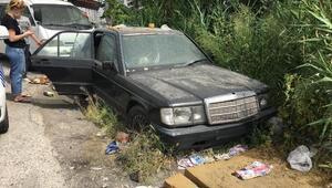 Hurda otomobilin içinde ölü bulundu