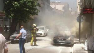 Bursada park halindeki otomobil yandı