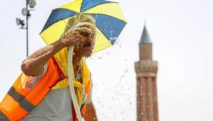 Antalyada, rekor sıcaklığın ardından termometreler 40 dereceyi gösterdi
