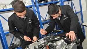 Mercedes-Benzden meslek lisesi öğrencilerine laboratuvar desteği