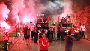Mobil fener alayı Antalyayı aydınlattı