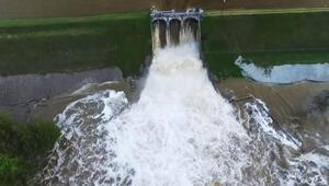 Baraj çöktü, 50 otoyol trafiğe kapandı