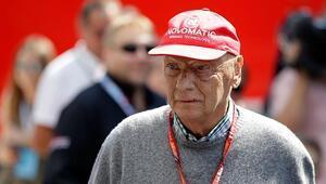 Mercedes, onursal başkanı Niki Laudayı andı
