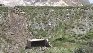 Kamyon 200 metrelik uçuruma yuvarlandı