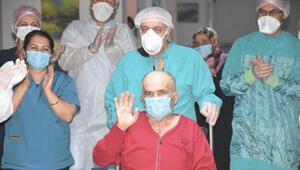 62 yaşında koronavirüsü yendi, alkışlarla taburcu oldu
