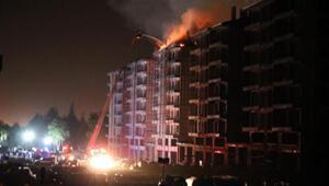 Yıldırım düşen inşaatın çatısı yandı