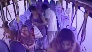 Çantadan para çaldı, kaçmak için otobüsün kapısını tekmeledi