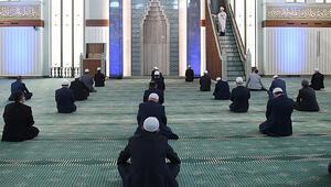 Son dakika haberler... Camilerde bayram namazı kılınacak mı Diyanetten açıklama geldi...