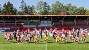 Würzburger Kickers sosyal mesafeli takım pozu verdi Tarihte ilk...