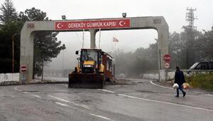 Giriş ve çıkışlara açılan Dereköy Sınır Kapısında düzenleme