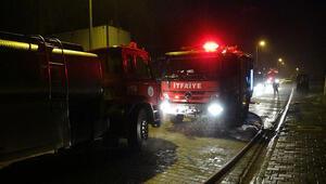 Fabrikada çıkan yangın hemkorkuttu hem de hasara yol açtı