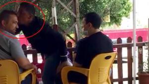 Pes dedirten görüntüler Dua kitabı sattığı vatandaşı alnından öptü...