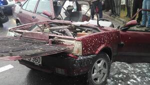 Otomobil kazada ikiye bölündü; 5 yaralı
