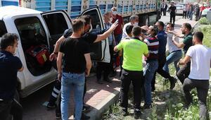 Kaza yerinde sosyal mesafe uyarısında bulunan polis ekiplerine saldırı
