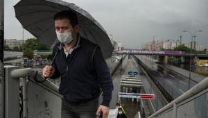 İstanbulda yağmur aniden bastırdı, işe gitmeye çalışanlar zor anlar yaşadı