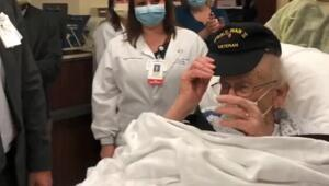 100 yaşında koronavirüsü yendi Hastane çalışanları alkışlarla uğurladı