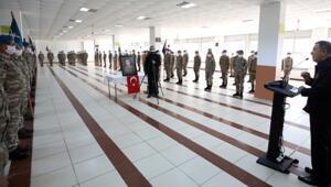 Son dakika haberler: Bakan Akar ve TSK komuta kademesinden sınır hattında bayram