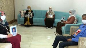 Diyarbakırda evlat nöbetindeki ailelerden buruk bayramlaşma