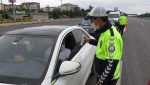 Trafik uygulamasında vatandaşlara kolonya ikramı