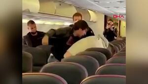 Rusyada yolcu uçağında sosyal mesafe kavgası