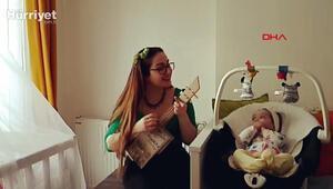 Korona günlerinde kızına atık malzemelerden yaptığı enstrümanları çalıyor