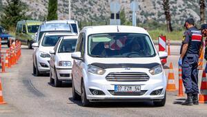 Antalya girişinde uzun araç kuyruğu