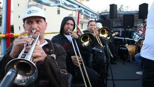 Bayram Büyükşehirin mobil konserleriyle şenlendi