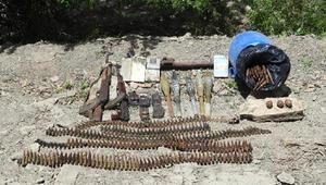 Hakkaride PKKlı teröristlerin silah ve mühimmatı bulundu